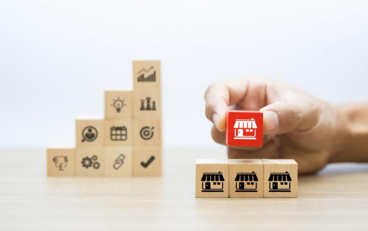 blocos representando o negócio de franquias de sucesso no brasil ilustrativo franquias baratas e rentáveis