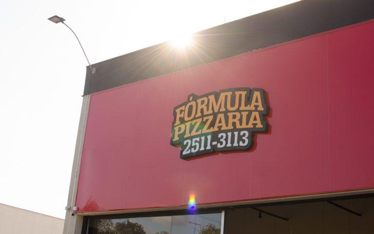 fachada de loja franquia formula pizzaria