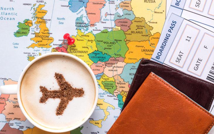 franquia de viagens e turismo imagem ilustrativa mapa e avião