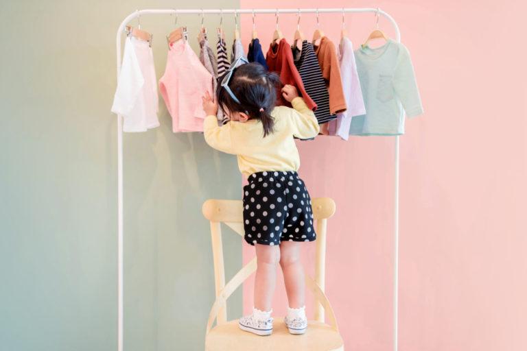 franquia de vestuario feminino representado por roupas infantis