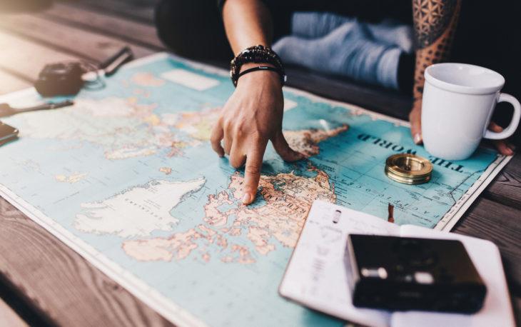 mapa representando 5 franquias de agências de viagens online