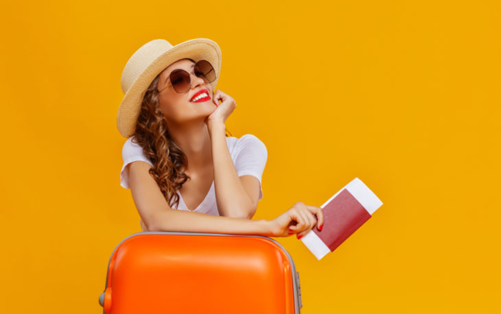 mulher viajando turismo