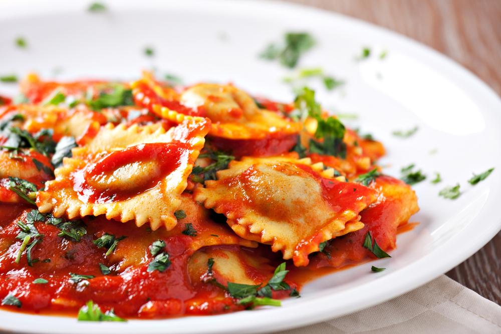 Vemos um belíssimo prato de ravioli (imagem ilustrativa). Texto: franquias baratas home office.