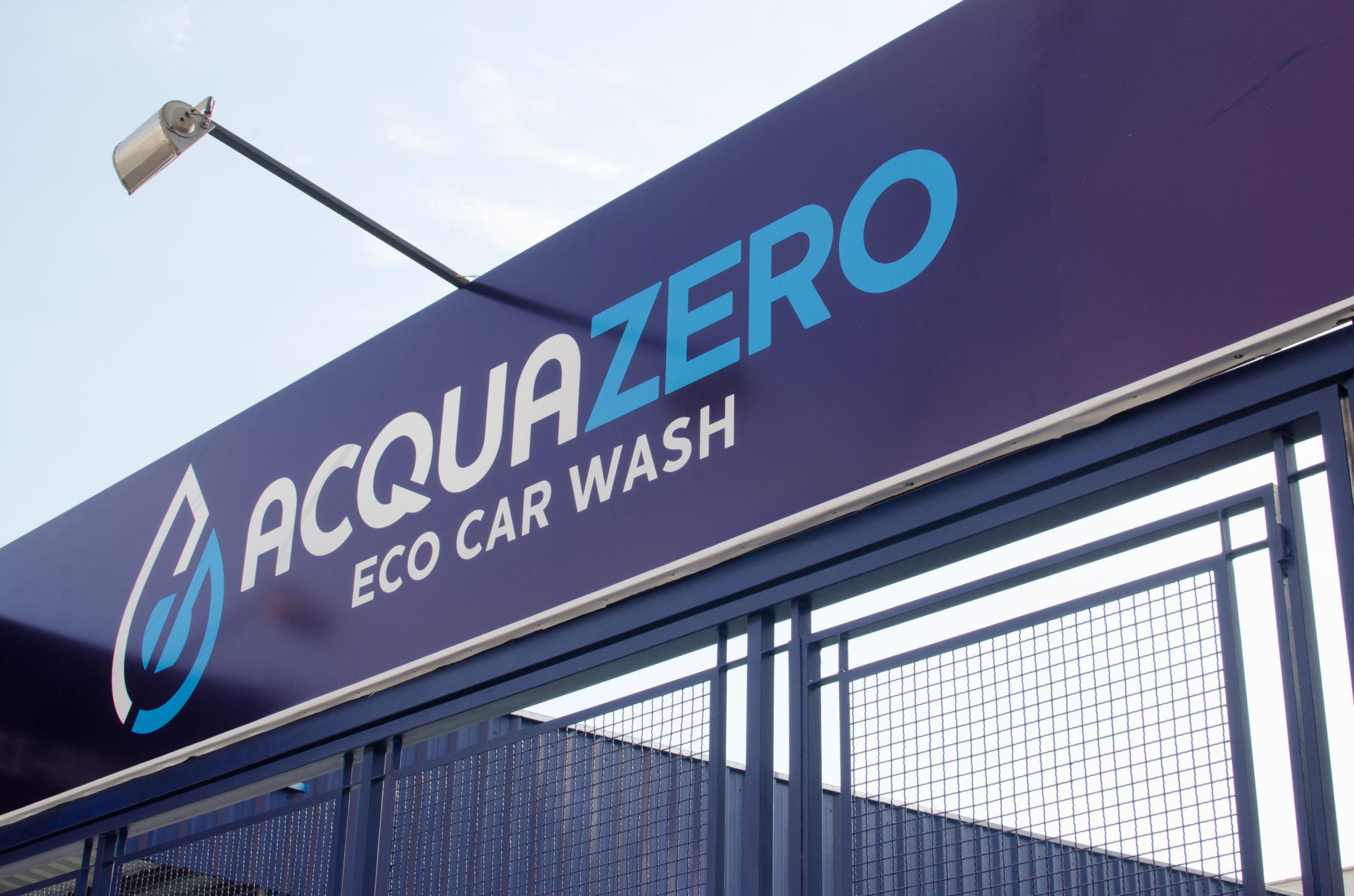 Imagem de uma placa de loja escrita Acquazero Eco Car Wash. Imagem ilustrativa de texto franqueados de sucesso.
