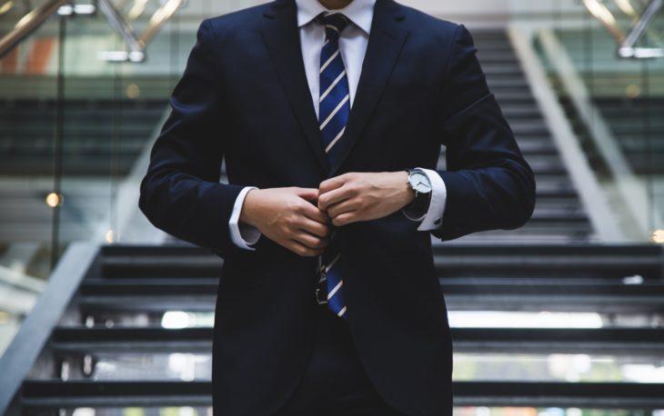 executivo de terno pequenas franquias de sucesso
