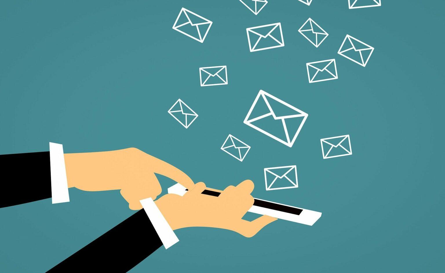 Imagem de um celular com o desenho de vários envelopes saindo dele (imagem ilustrativa). Imagem ilustrativa texto franquias até 5 mil.