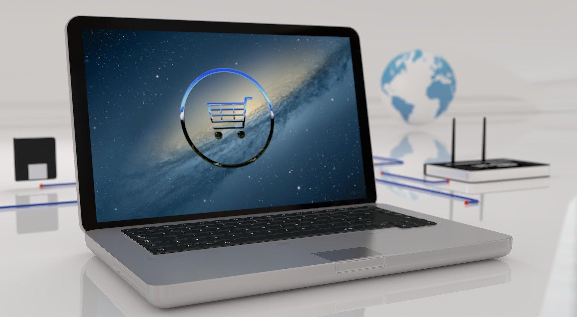Vemos a tela de um computador com o desenho de um carrinho de compras (imagem ilustrativa).