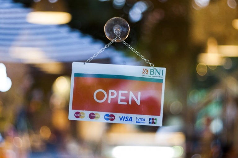 placa de open na fachada loja imagem ilustrativa abrir empresa