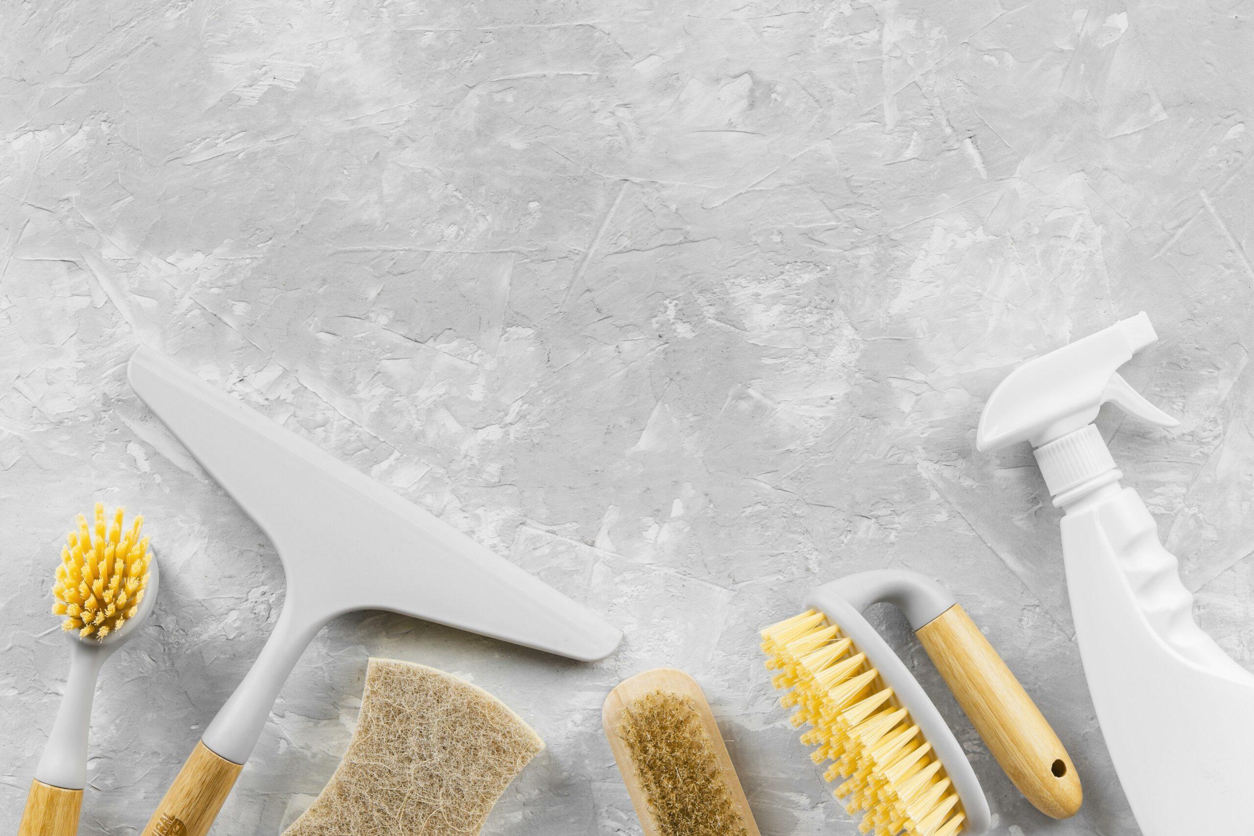 Imagem de produtos de limpeza e acessórios. Imagem ilustrativa texto franquia de produtos de limpeza.