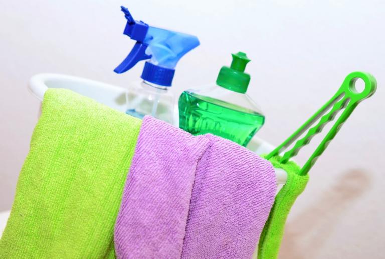 imagem de panos e produtos de limpeza ilustrativo franquia ecoville