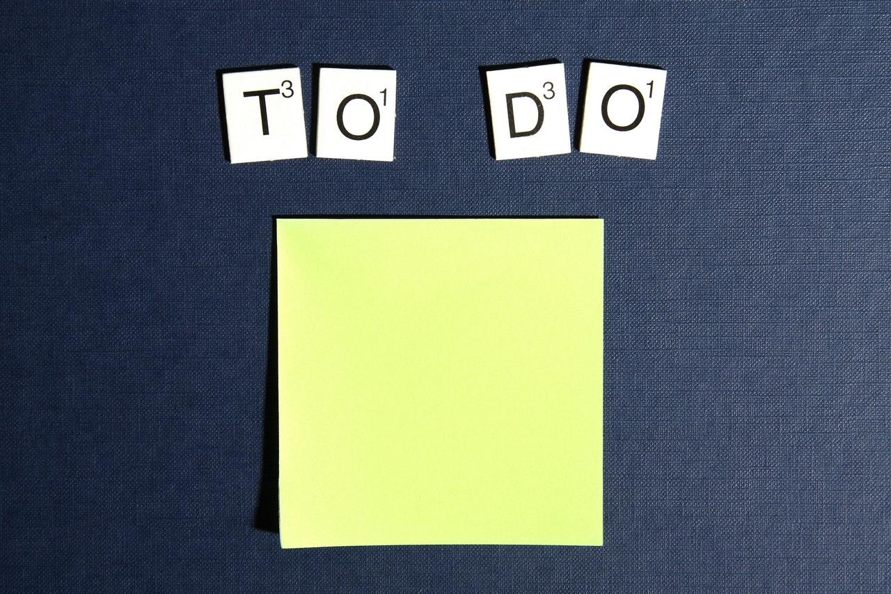 """Vemos um planner com as palavras """"To Do"""", ou """"A fazer"""", em inglês (imagem ilustrativa). Texto: plano de negócios para micro e pequenas empresas."""
