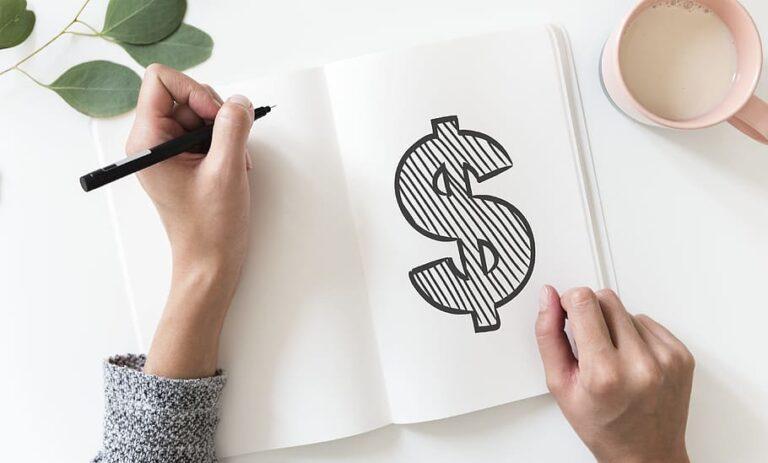cifrão desenhado em caderno imagem ilustrativa artigo custos franquia e taxas