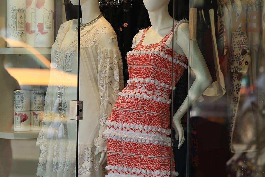 fachada de loja com manequins imagem ilustrativa artigo informações para abrir uma franquia